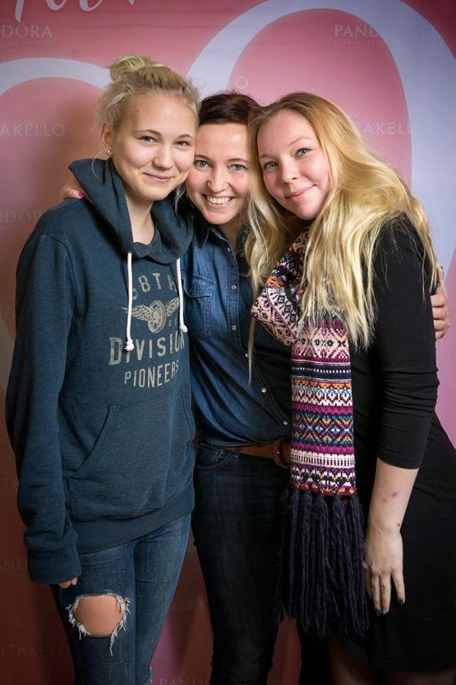 Ystävät♥ #suomenkultakello #ystävänpäivä #PANDORA