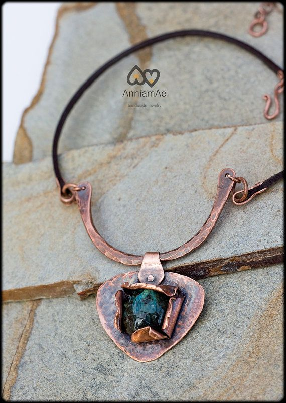collar de cobre forjado a mano con labradorita: por AnniamAeDesigns