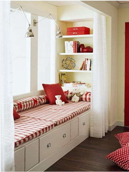 Different fabric, but liking the windowseat idea for the sunroom