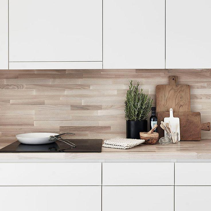 Kuchyň ve skandinávském stylu v provedení bílá - světlé dřevo