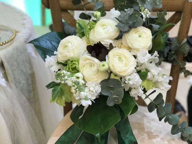 @DUALEVENTS White and Green Ranunculus Bouquet! #atelierdualromania #dualevents #bridalbouquet