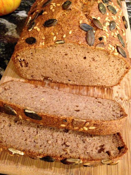 Une recette de pain paléo | Ingrédients pour un pain :  150 g de purée de patate douce 200 g de farine de châtaigne 5 gros œufs 20 cl de lait végétal non sucré ou d'eau. 3 grosses cuillères à soupe d'huile d'olive douce 3 grosses cuillères à soupe de psyllium 1 sachet de poudre à lever 2 bonnes pincées de sel. Rajouter le psyllium pour avoir une bonne texture.