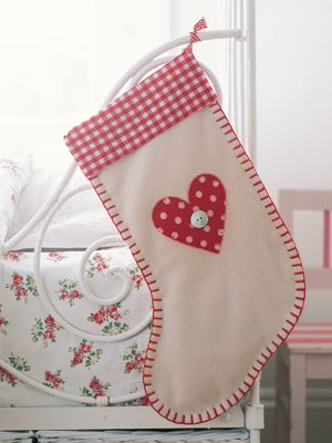 Pretty plaid Christmas stocking to sew -- template in slide 2.