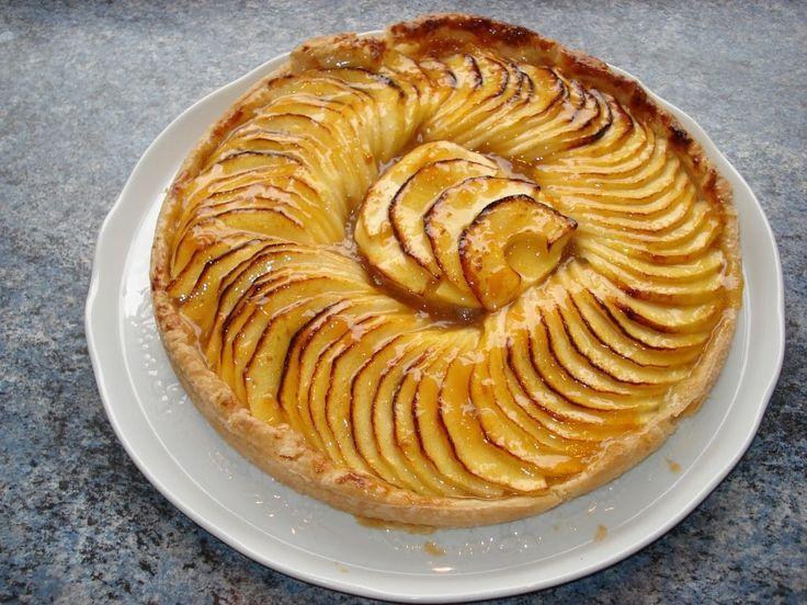 Sommaire:Quels sont les ingrédients nécessaires pour votre tarte aux pommesLes étapes de préparation de votre tarte aux pommesDurée cuisson tarte aux pommes : tout ce que vous devez savoirQuel accompagnement pour votre délicieuse tarte aux pommes ? Dans notre nouvel article, nous allons vous présenter une recette que vous connaissez certainement, mais qu'il ne faut …