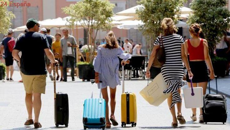 El sector turístico clama contra el impuesto que promueven Podemos y Compromís