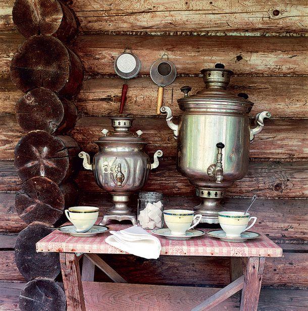 Чайный стол с самоварами натеррасе. tea table with samovar