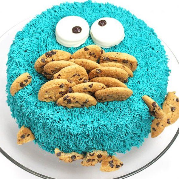 "I love this cake! Cookie Monster was one of my favorite characters on Sesame Street! ""C is for cookie…"" This would be a great cake for a Sesame Street themed party. Dayla Rubin fr…"