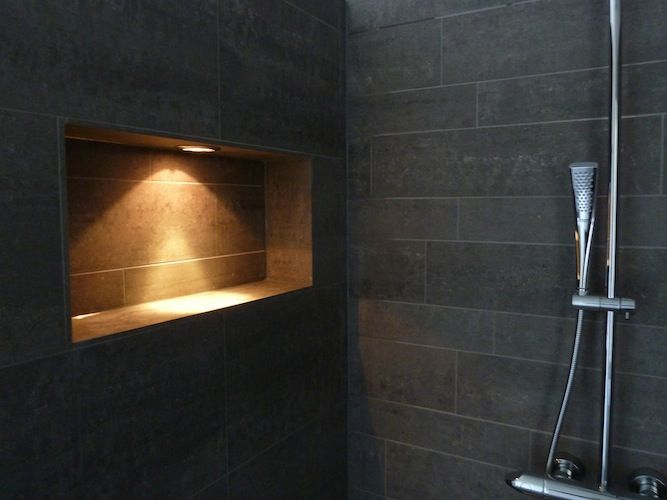Badkamer Verlichting Ideeen : Lamp boven wastafel. trendy wastafel ophangen twee spiegels grundtal