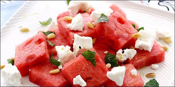 Μαγειρική | 4 απίθανες συνταγές με καρπούζι - Σαλάτα με κοτόπουλο, γιαούρτι και ροκφόρ, σαλάτα με καρπούζι, φέτα και δυόσμο, παγωτό καρπούζι, καρπουζόπιτα Μήλου και άλλες πεντανόστιμες ιδέες για το αγαπημένο καλοκαιρινό φρούτο