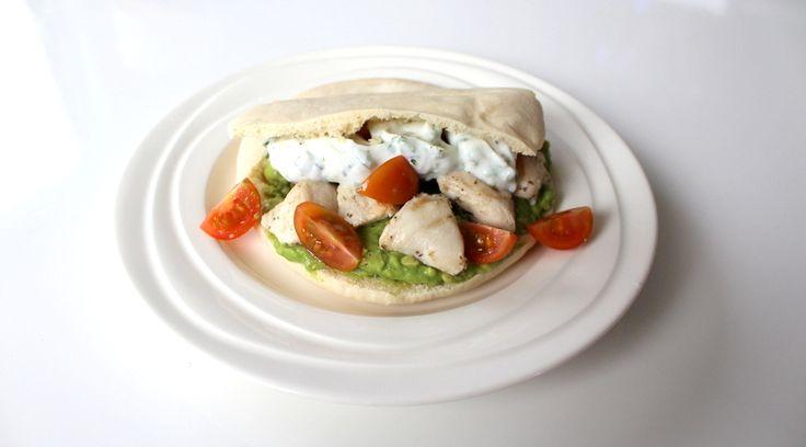 BodieBoost FOOD: Pita kip met kwarksaus - BodieBoost