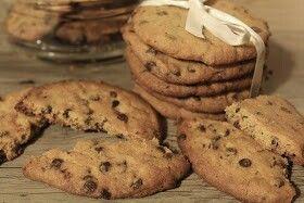 Biscotti al burro di arachidi e gocce di cioccolato/ Peanut butter chocolate chips cookies www.annaincasa.blogspot.com #annaincasa #dolci #biscotti #recipesinEnglish