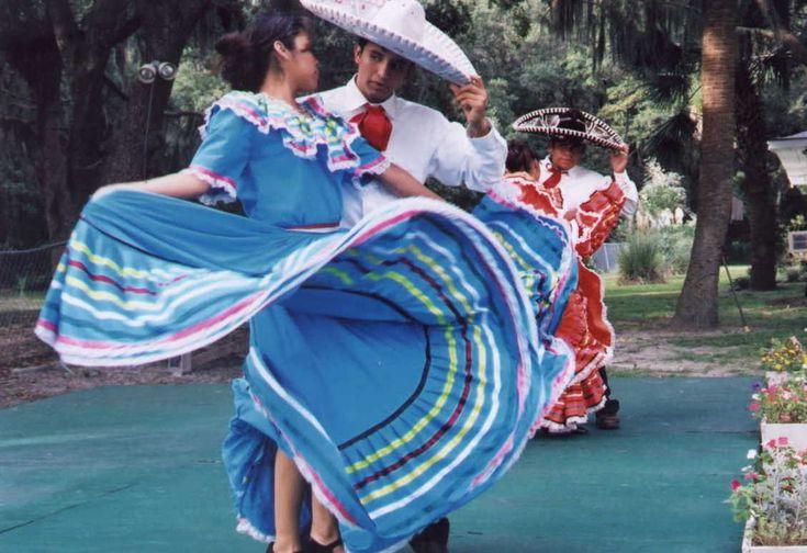 Mexican folk dance: Dancers K39 Inspiration, Mexicans Folk, Hair Tutorials, Bail Folklorico, Folk Dance, Mexicans Skirts, Mexicans Dancers K39, Dancersk39 Inspiration, Mexicans Dancersk39
