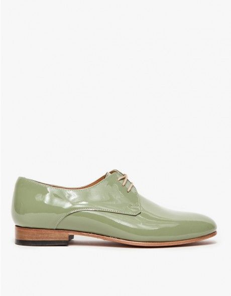 From Dieppa Restreppo, a classic, patent leather oxford shoe with fresh, modern details. Features a round toe, front flat laces, stacked wooden heel with rubber plate and leather sole and insole.  	•	Patent leather oxford shoe  	•	Round toe 	•	Stacked