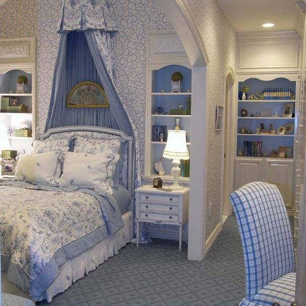 french bedroom decor blue color 600x600 both simple and luxurious applications in french bedroom decor
