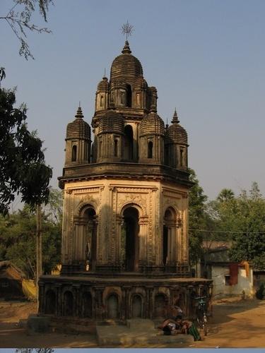 Ancient terracotta temple in Bankura, West Bengal, India West Bengal Taxi r #WestBengal State, #travel #tourism #kolkata #art #desi #socialmedia #india #kantinathbanerjee