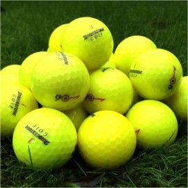 Farvede golfbolde #søbolde #lakeballs som gule, lyserøde og orange i forskellige mærker og modeller. Der findes også #søbolde i bestemte #golfbolde modeller som Bridgestone e6, Wilson Staff DX2, Srixon Z-Star, Callaway Solaire og mange andre. De farvede søbolde kan alle ses hos #jyskegolfbolde