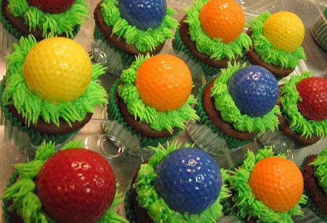Super cute cupcakes for a kid's mini golf party!