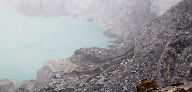 Ijen crater's lake in the form of a green tosca-walled caldera as high as 300-500m and reach 5466 hectares.