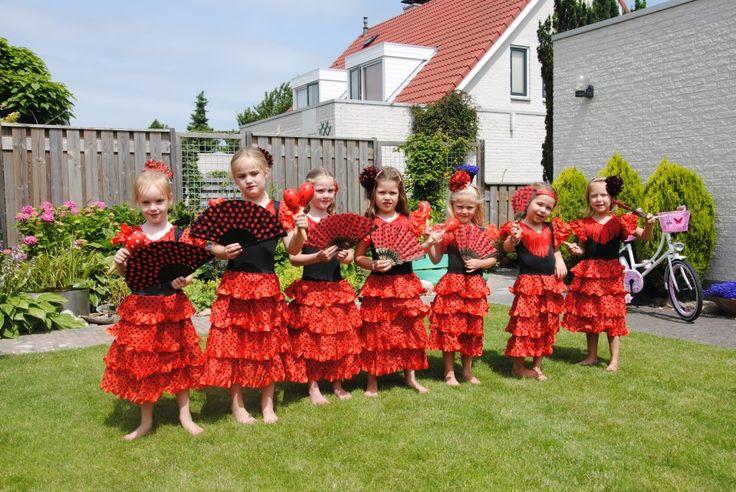 Flamencofeestje http://www.meetje.nl/a-26803005/themakisten-voor-kinderfeestjes-heel-nl/spaanse-danseressen-flamenco-kinderfeestje-heel-nl/