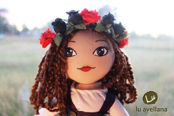 MANUALIDADES MUÑECA DE TELA – Rossy la Vikinga muñeca confeccionada en tela, con rostro pintado a mano. creadora: Lu Albornoz  Nuestra amiga Ana se llevo esta adorable muñeca para su hija,…