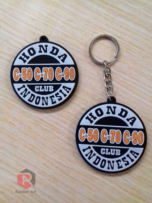 Keychain / Gantungan kunci karet pas untuk souvenir komunitas, perusahaan, membership, Wedding, Pariwisata, Dsb. Desain bebas costum atau sesuai keinginan.