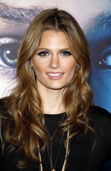Stana Katic Bright Eyeshadow - Beauty Lookbook - StyleBistro