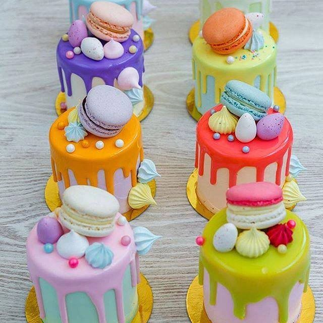 A feast of color with mini drip cakes to tantalize taste buds!! Cakes: @gracecouturecakes #delicious