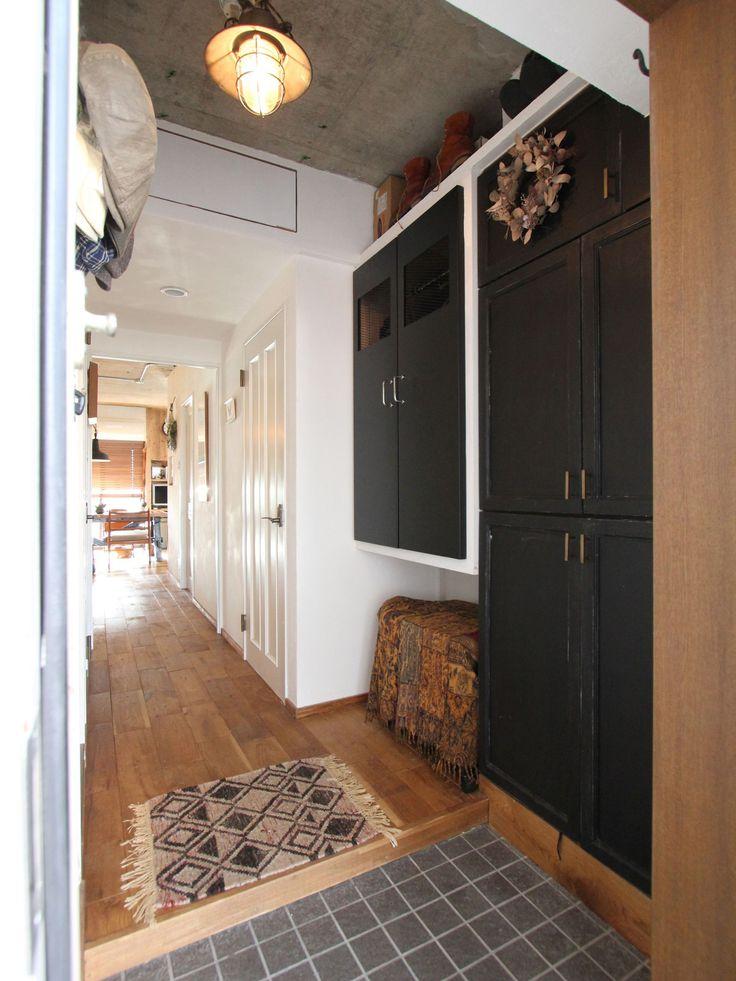 ENTRANCE/HALL/shoes shelf/door/mortar/closet/エントランス/玄関/ホール/廊下/土間/モルタル/収納/下足棚/ドア/扉/ウォークインクローゼット/リノベーション/フィールドガレージ/FieldGarage Inc./東京/目黒区/中目黒