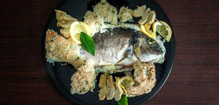 Orata al sale con pinzimonio di carciofi. Per leggere la ricetta: http://myhome.bormioliroccocasa.it/myhome/it/home/spazio-alle-idee/idee-chef/orata-al-sale.html