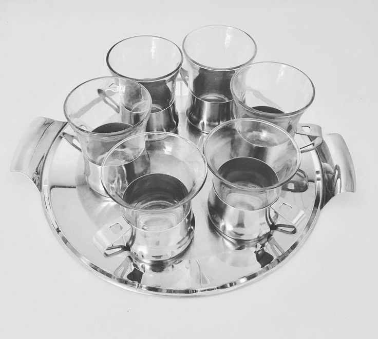 6 tasses a thé ou tasses a café , acier inoxydable et verre Duralex, Made in France, avec un plateau en metal 1960, metal verre, verre a thé de la boutique VintagechicBruxelles sur Etsy