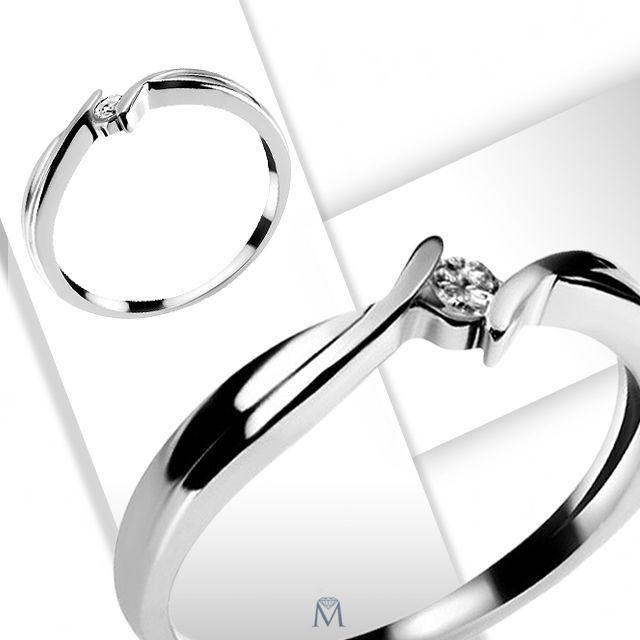 Piękny pierścionek z brylantem.