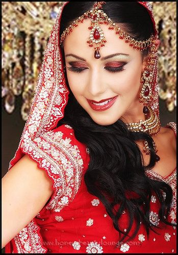 Indian bridal make up and sari are beautiful! I wish we could have worn this at my own wedding.