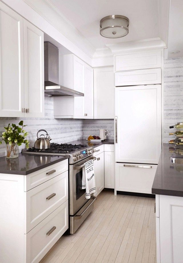 Before and after a drab nyc apartment gets a mod makeover for Nyc apartment kitchen ideas