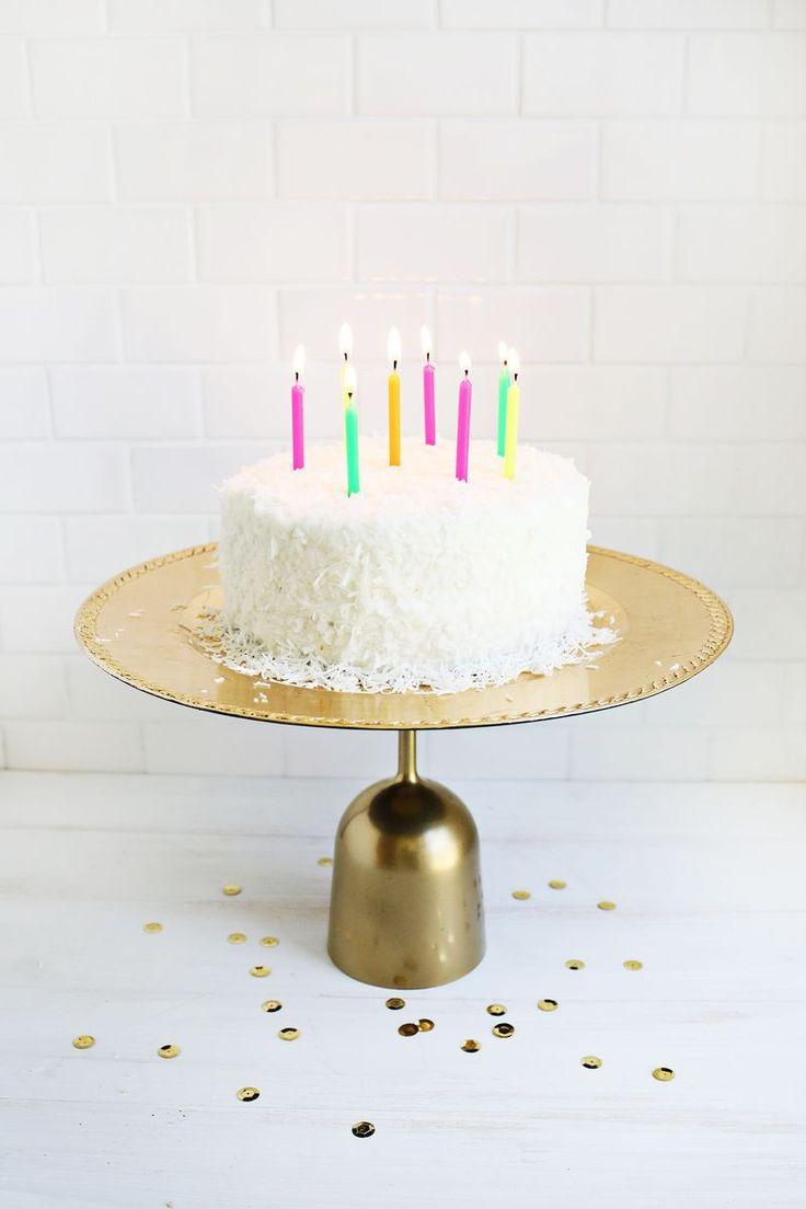Plastic 14K Cake Stand