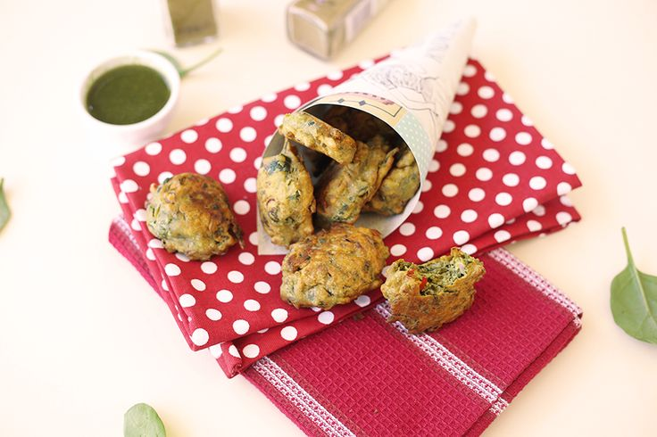 VEGAN SPINACH FRITTERS - easy to make, gluten free, vegan, delicious! #veganfood #veganrecipes #fritters #spinach #glutenfree