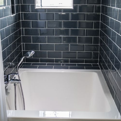 Soaking tubs for