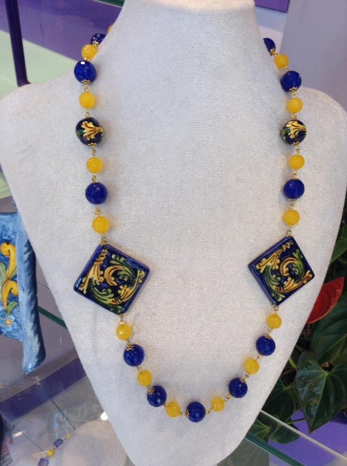 Collana in pietre dure e ceramica bijoux Grigiopallina. Artigianato tipico siciliano