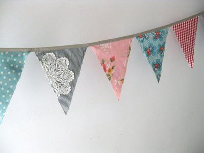 Sparkle Power!: Vintage Bunting + Doily = Such Goodness