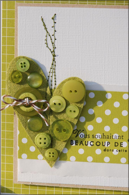 """Jolie idée d""""embellissement trouvé sur le blog de kesiart5. Il doit être aussi très jolie avec une découpe étoile et plein de boutons blancs translucides."""