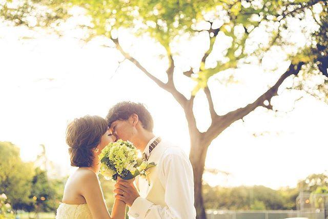 @jadore_wedding さんの#ウェディングソムリエフォトコンテスト どれにしようか迷います>_< igで以前にもpostしたpicですが、お気に入りなので♡ ちょっと恥ずかしいshotですが、ハワイのカピオラニ公園でのサンセットでロマンチックに撮っていただいたのでお気に入りです #プレ花嫁#卒花#結婚式#前撮り#後撮り#ハワイ#カピオラニ公園#ロケーションフォト#サンセット#ブーケ#ウェディング#フォトツアー#ギブソンタック#キスショット #wedding#photo#weddingphotography#hawaii#hawaiiwedding#kapiolani#sunset#marriage#groom#bride#romantic#location#bridalhair#kana_hw_photo#marry本撮影アイテム