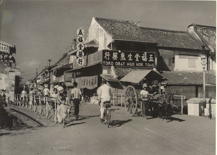 Gang Pinggir de winkelstraat te Semarang, Java, Indonesië (1933)