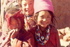 A tibeti gyereknevelés: 3 életszakasz, 3 módszer