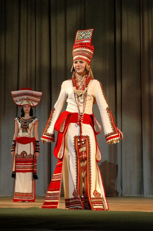Mordovian traditional clothes. Amazing!
