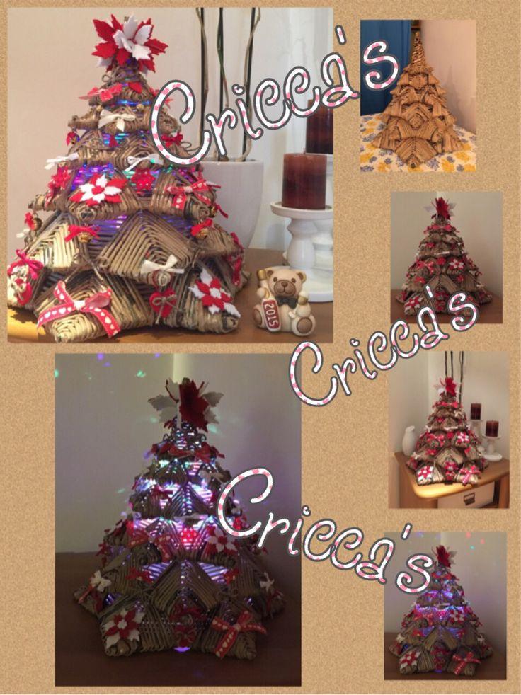 Albero di Natale in cannucce di carta e feltro