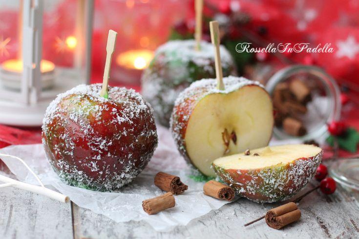 La ricetta delle mele caramellate. Le mele caramellate, le buonissime mele avvolte nel caramello di zucchero tanto amate dai bambini (e non solo).