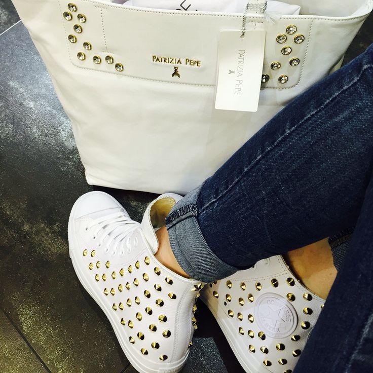 Converse total white in pelle con borchie oro borsa Patrizia Pepe in pelle bianca...by  DADAOUTLET