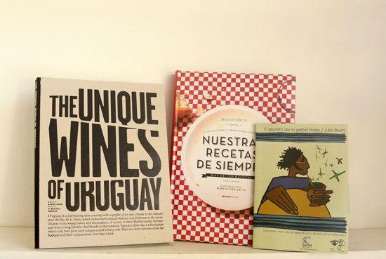 El abrazo, en Colonia del Sacramento, Uruguay (por más info: www.lacitadina.com.uy)