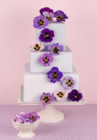 Pansy square wedding cake by Patricia Arribálzaga
