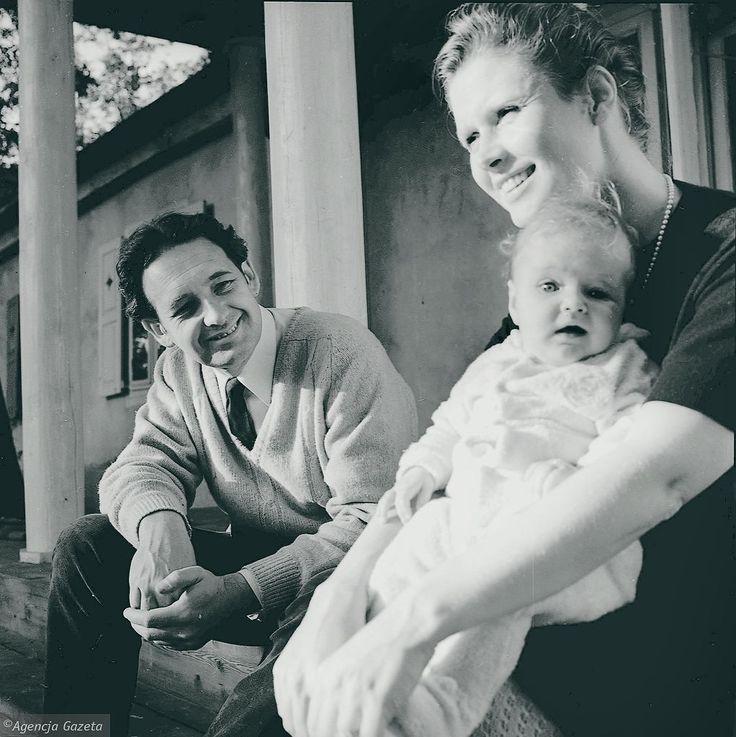 Beata Tyszkiewicz i Andrzej Wajda z córką Karoliną. 1967 r. Tadeusz Rolke