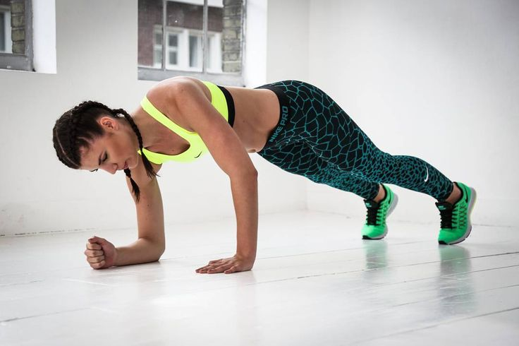 Core training as well as training your shoulders and arms. Push up to plank is one of our favorites! Who else does this one besides our supermodel @nikkisteigenga?  Xxx  #modelworkout #pushup #plank #wotd #signup